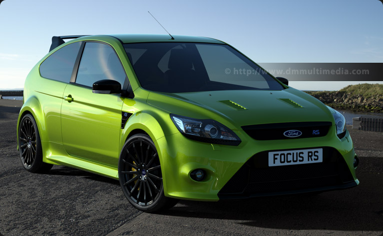 Ford Focus MK2 RS in Ultimate Green in the late evening sun, down by the harbour