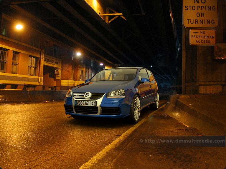 VW Golf R32 at night